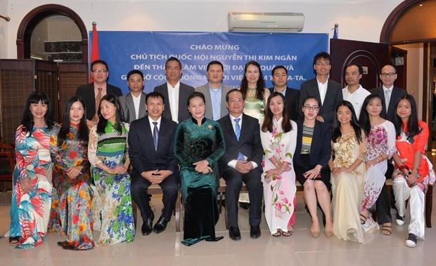 La presidente de l'AN rencontre des representants de la communaute des Vietnamiens au Qatar hinh anh 1