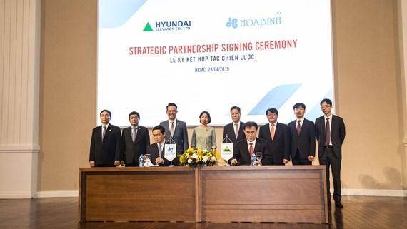 Le groupe vietnamien de construction Hoa Binh coopere avec Hyundai Elevator hinh anh 1