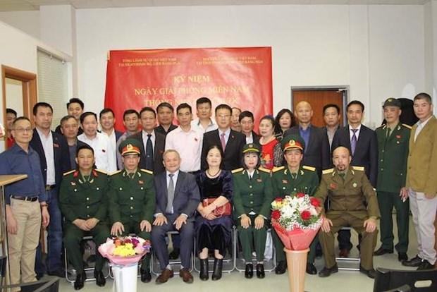 Le 44e anniversaire de la Liberation du Sud et de la Reunification nationale fete a Iekaterinbourg hinh anh 1