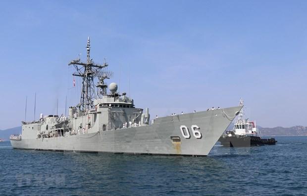 Deux navires de la Marine royale australienne en visite au Vietnam hinh anh 1