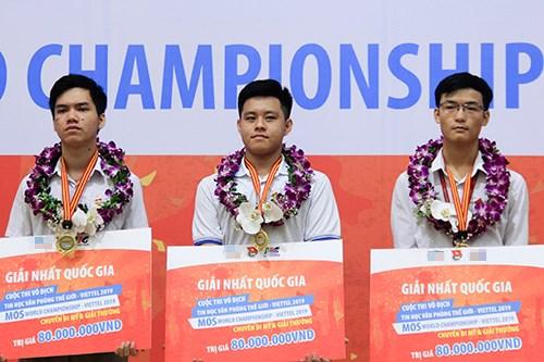 Trois candidats vietnamiens a la finale du concours mondial d'informatique bureautique hinh anh 1