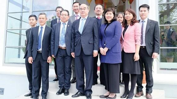 Une delegation de haut niveau de Ho Chi Minh-Ville en tournee en Allemagne hinh anh 1