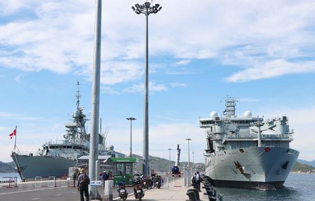 Deux navires de la Marine royale canadienne en visite au Vietnam hinh anh 1