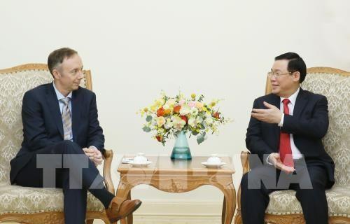 Le vice-Premier ministre Vuong Dinh Hue recoit le vice-president du groupe Nike hinh anh 1