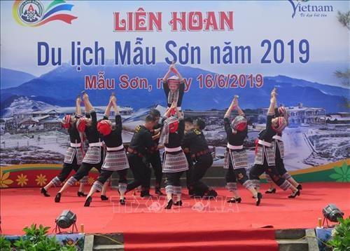Des milliers de touristes au Festival touristique de Mau Son 2019 hinh anh 1