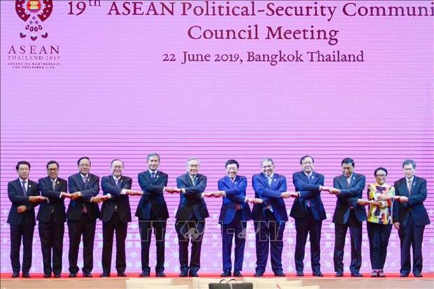 Le Vietnam present a deux conferences de l'ASEAN en Thailande hinh anh 1
