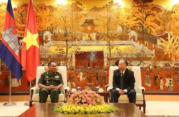 Hanoi et Phnom Penh promeuvent leur cooperation hinh anh 1
