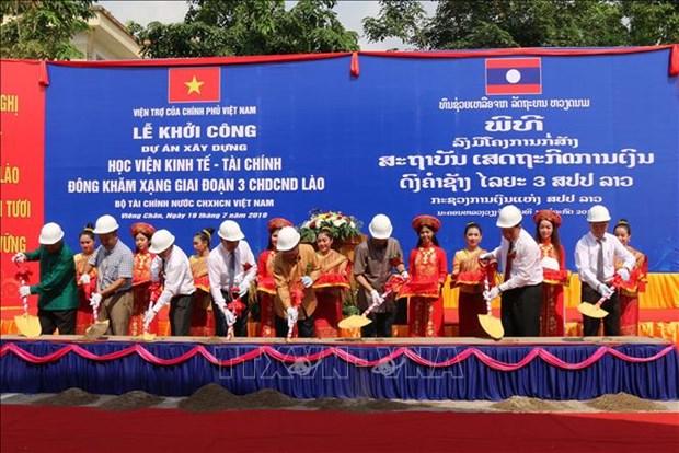 Le Vietnam aide a construire l'Institut economique-financier du Laos hinh anh 1