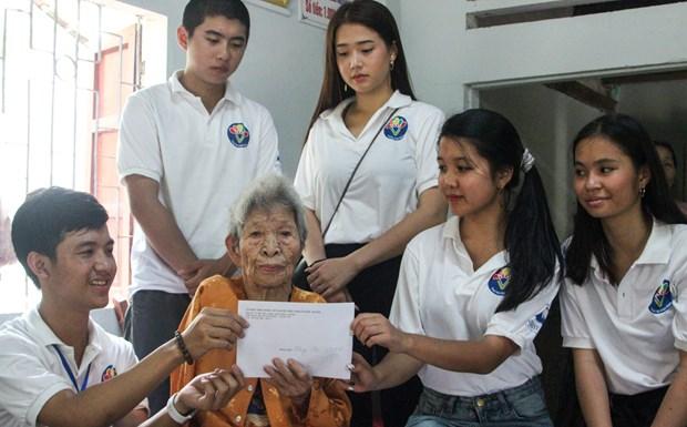 De jeunes Viet kieu visitent la province centrale de Quang Nam hinh anh 1
