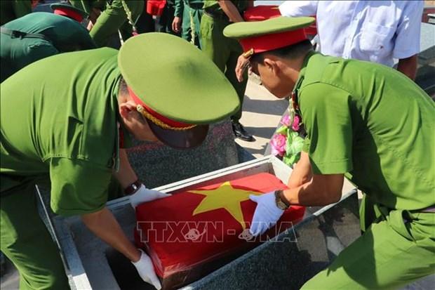 Inhumation des restes de soldats tombes au Cambodge hinh anh 1