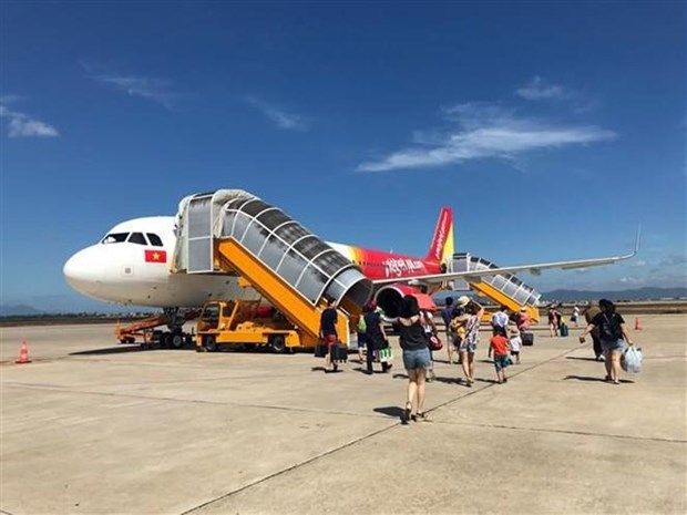 Des compagnies aeriennes ajustent leurs horaires en raison de la tempete Wipha hinh anh 1