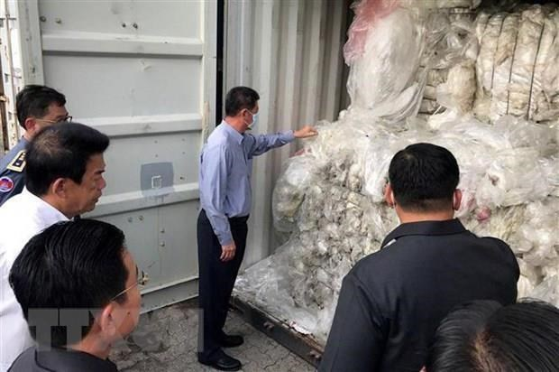 Le Cambodge resolu a empecher l'importation illegale des dechets plastiques hinh anh 1