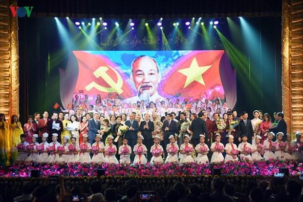 Un programme artistique en memoire du president Ho Chi Minh a Hanoi hinh anh 1