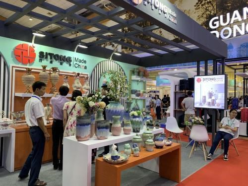 Ouverture de la foire import-export du Guangdong (Chine) a Hanoi hinh anh 1