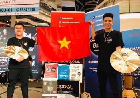 Des etudiants vietnamiens terminent premiers dans le duo de rythmes de Drum Off Global 2019 hinh anh 1