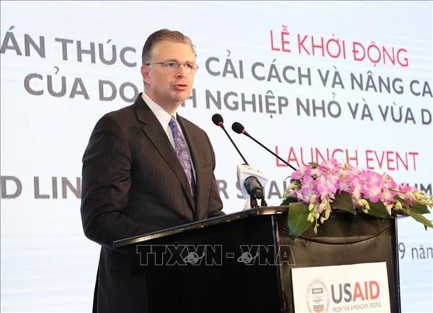 L'USAID aide le Vietnam a elever la competence de connexion des PME hinh anh 1