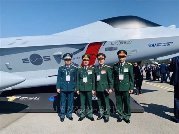Le Vietnam visite le Salon international de l'aerospatiale et de la defense de Seoul 2019 hinh anh 1