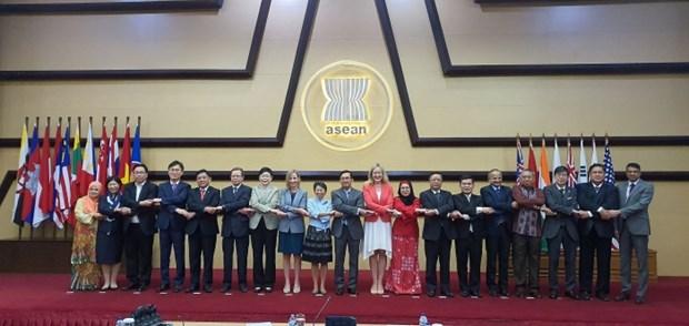 Les ambassadeurs des pays membres du sommet de l'Asie de l'Est (EAS) se reunissent a Jakarta hinh anh 1