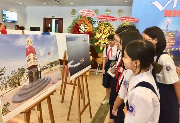 La VNA et Vietsovpetro organisent l'exposition photographique « Vietnam-vue de la mer » hinh anh 1