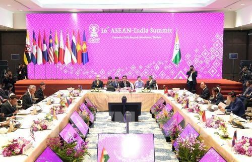 Sommet de l'ASEAN : le PM vietnamien au 16e Sommet ASEAN-Inde hinh anh 1