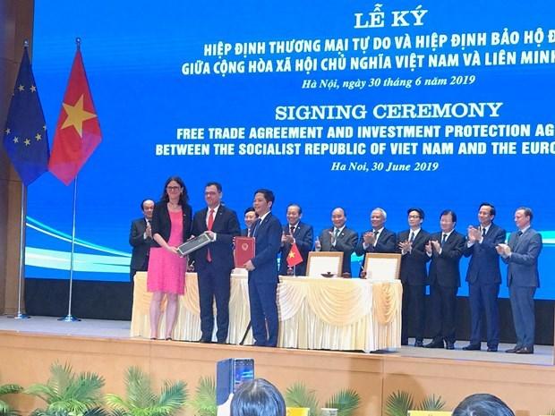La signature de l'EVFTA-EVIPA dynamisera les liens economiques Vietnam-UE hinh anh 1