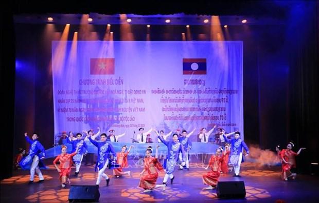 Soiree musicale sur l'amitie Vietnam-Laos a Vientiane hinh anh 1