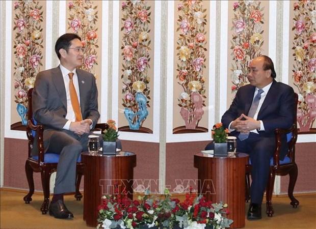 Le PM vietnamien Nguyen Xuan Phuc recoit le vice-president du groupe Samsung hinh anh 1