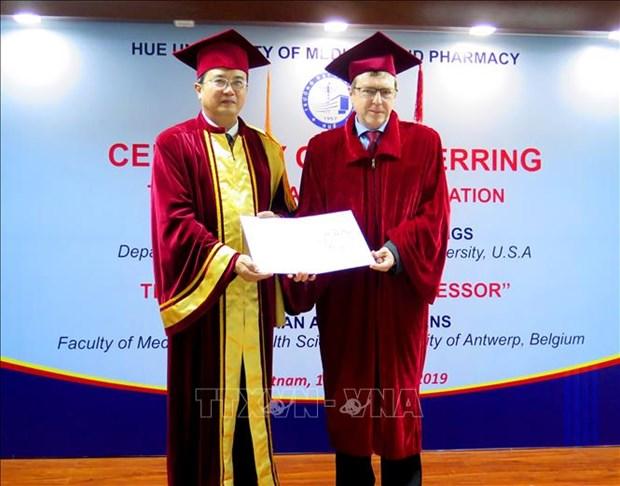 Medecine familiale : des professeurs etrangers a l'honneur hinh anh 2