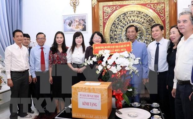 Des dirigeants presentent leurs vœux de Noel aux catholiques de HCM-Ville et de Khanh Hoa hinh anh 1
