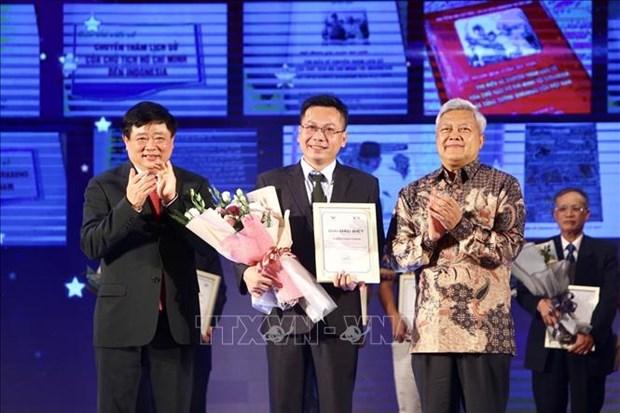 Remise des prix du concours d'ecriture sur les relations Vietnam-Indonesie hinh anh 1