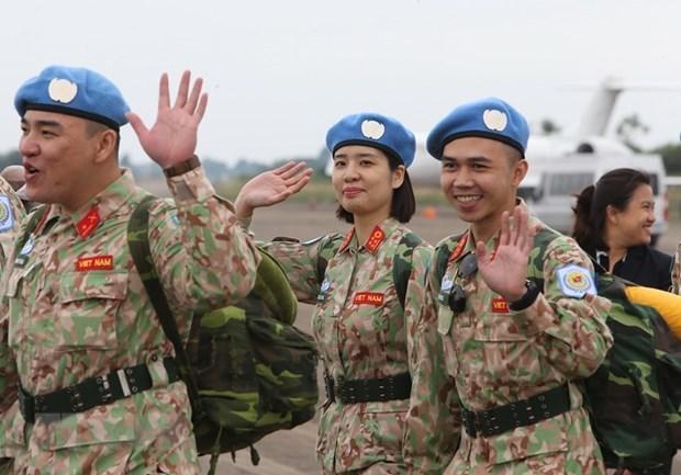 Le general Nguyen Chi Vinh recoit le coordonnateur resident des Nations Unies au Vietnam hinh anh 1