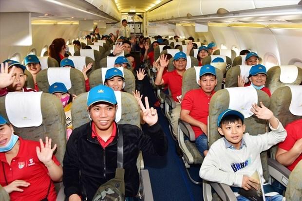 Tet du Rat : Vietnam Airlines transporte plus de 1.000 travailleurs exemplaires a leur terre natale hinh anh 1
