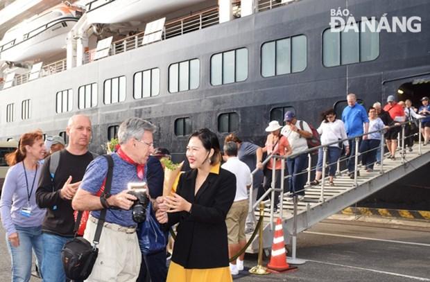 Da Nang accueille 1.250 croisieristes etrangers au debut de l'Annee du Rat hinh anh 1