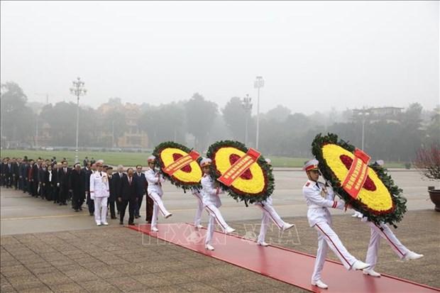 90e anniversaire de la fondation du Parti: hommage au President Ho Chi Minh hinh anh 1