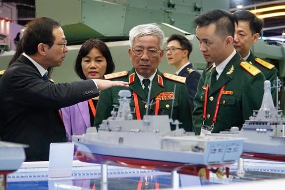 Une delegation du ministere de la Defense a Singapour hinh anh 1