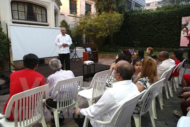 Echange d'amitie entre l'ambassade du Vietnam et celle de Cuba en Argentine hinh anh 2