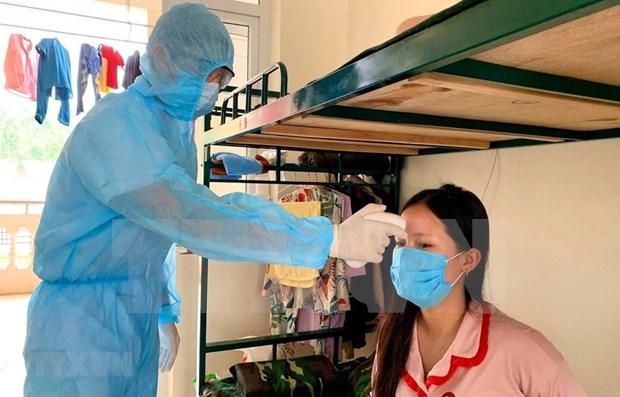 COVID-19: examen des travailleurs ayant eu des contacts avec des personnes contaminees hinh anh 1