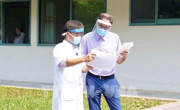COVID-19 : un patient britannique de 71 ans gueri par l'Hopital central de Hue hinh anh 1