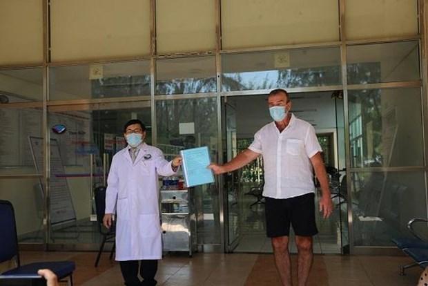 COVID-19: le 57e patient sorti de l'hopital a Quang Nam hinh anh 1