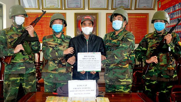 Arrestation d'un trafiquant de drogues synthetiques du Laos au Vietnam hinh anh 1