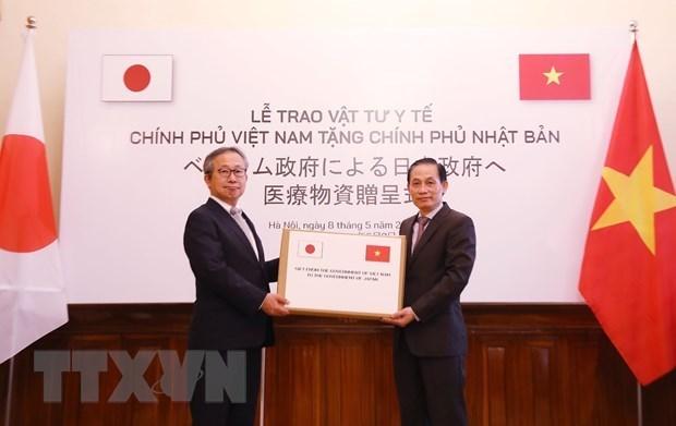 Le Vietnam remet des fournitures medicales au Japon hinh anh 1