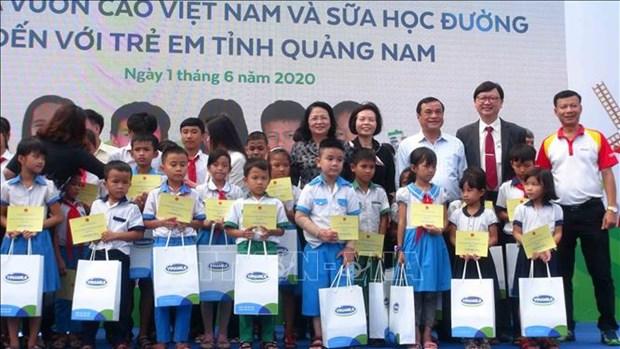 Du lait a l'ecole pour des enfants de Quang Nam hinh anh 1