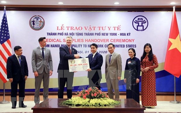 COVID-19 : Hanoi offre des dispositifs medicaux a New York hinh anh 1