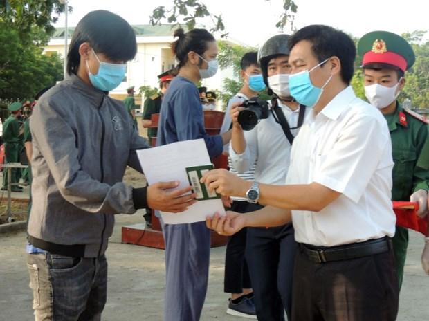COVID-19 : Ninh Thuan remet l'attestation de remplir le delai de quarantaine a des citoyens hinh anh 1
