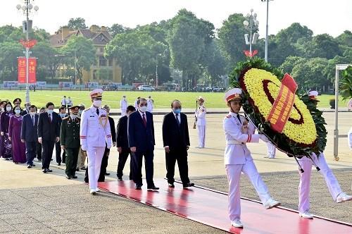 Hommage au President Ho Chi Minh a l'occasion du 75e anniversaire de la Fete nationale hinh anh 1