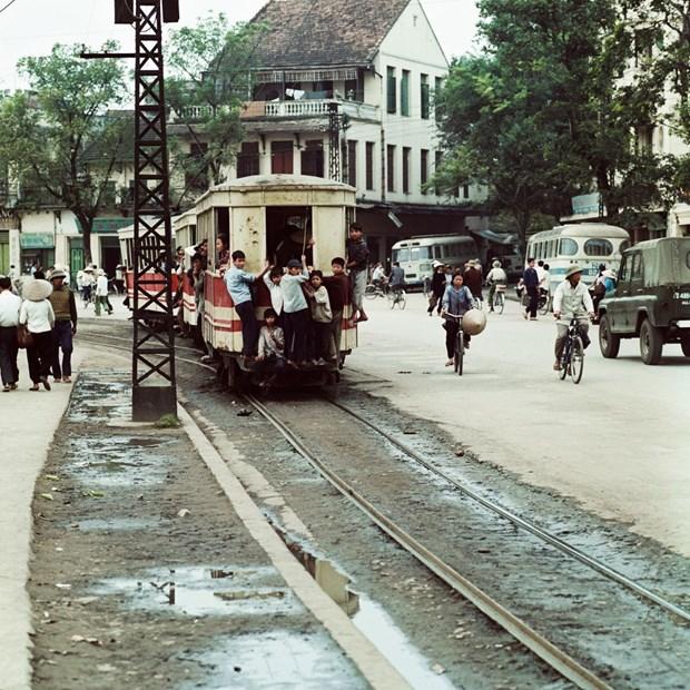 Une exposition photographique speciale sur Hanoi durant les annees 1967-1975 hinh anh 1