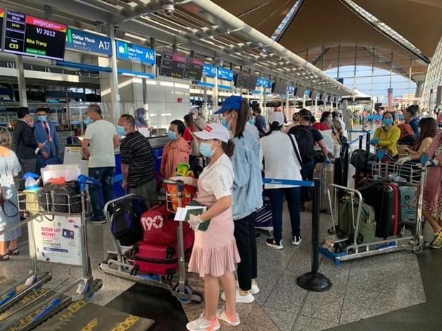 COVID-19 : pres de 250 citoyens vietnamiens rapatries de la Malaisie hinh anh 1