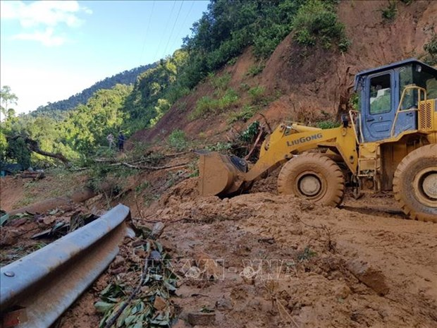 11 corps retrouves, 42 portes disparus lors des affaissements de terrain a Quang Nam hinh anh 1