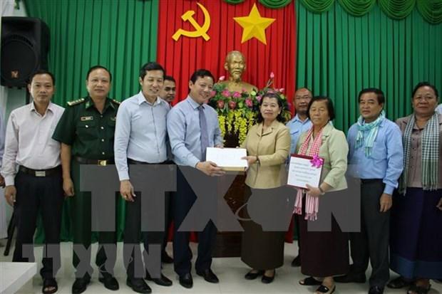La vice-Premiere ministre cambodgienne au chevet des sinistres du Centre hinh anh 1