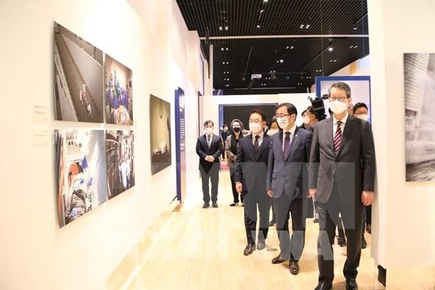 L'Agence vietnamienne d'Information participe a une exposition internationale sur le COVID-19 hinh anh 1